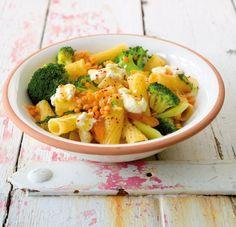 Orientalisch statt italienisch: Nudeln mit getrockneten Aprikosen, Ricotta und Chili.