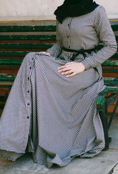 Street Hijab Fashion, Abaya Fashion, Fashion Dresses, Hijab Prom Dress, Hijab Outfit, Islamic Fashion, Muslim Fashion, Beautiful Frocks, Designer Party Wear Dresses