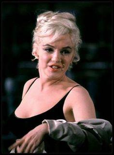 """1960 / Photos Richard C MILLER, Marilyn lors des répétitions d'un numéro musical pour le film """"Let's make love""""."""