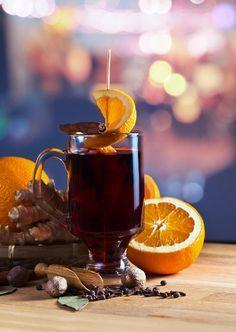 Meistens wird das Glühbier wie traditioneller Glühwein mit weihnachtlchen Gewürzen, Orangen und Zimt hergestellt. (Quelle: Thinkstock by Getty-Images)
