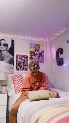 Ideas Apartment Style Dorm Tips Dorm Hacks, Dorm Tips, Apartment Bedroom Decor, Teen Girl Bedrooms, Teen Bedroom, College Dorm Rooms, Bedroom Inspo, Bedroom Ideas, Dream Rooms