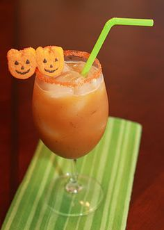 This Smashing Pumpkin Margarita dessert drink would taste GREAT as a Halloween dessert recipe! It's a boozy treat that will leave you smiling like a happy Jack O Lantern.