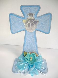 Boy Baptism Centerpieces, Baptism Party Decorations, Communion Centerpieces, Baptism Favors, Decoration Communion, Bubble Guppies Party, First Communion Invitations, Party Organization, Baby Christening