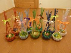 Imagini pentru navod na podkovu master klass Newspaper Basket, Newspaper Crafts, Willow Weaving, Basket Weaving, Sun Paper, Fork Art, Paper Weaving, Craft Show Ideas, Easter Crafts