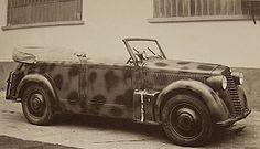 Una Lancia Aprilia Coloniale con un camuffamento a tre toni