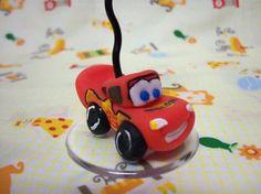 Porta recados personalizado do Relâmpago McQueen, do filme Carros (Disney, Pixar), ideal para festa temática! Consultem valores para grandes quantidades (a partir de 30 unidades).  - Material: Porcelana fria (Biscuit). - Pedido mínimo: 10 unidades. R$ 6,50