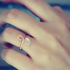Such a pretty ring design!