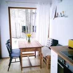 """53 Likes, 4 Comments - Markéta Kindelmannová (@piece.of.north) on Instagram: """"Závěs v jídelně konečně visí. Manželovi vadilo, že je na něj vidět když jí  Kolem našeho domu…"""""""
