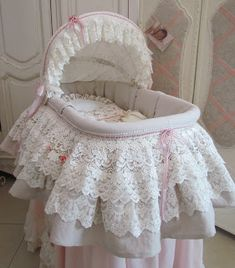 Angela Lace: Moses basket with a skirt.