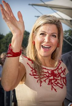 """Queen Maxima attends the lesson of """"Money/Ways"""" at the ROC School"""