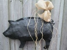 Made of black burlap and painted black. Stuffed with paper and hangs on a metal wire. Raffia and burlap hand tied bow.Overall measurement inches tall by inches wide. Pig Crafts, Sewing Crafts, Pig Kitchen Decor, Pig Images, Burlap Door Hangers, Burlap Crafts, The Way Home, Primitive, Carving