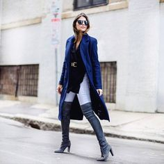 """""""Another Fall staple on the blog: a navy coat! // Una pieza que no te puede faltar en tu armario: un abrigo largo en azul marino thegirlfrompanama.com…"""""""