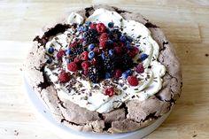 the best double chocolate pavlova with whipped cream berries Pavlova Cake, Mini Pavlova, Pavlova Recipe, Chocolate Pavlova, Chocolate Desserts, Delicious Desserts, Dessert Recipes, Tea Snacks, Smitten Kitchen