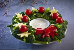 Hvordan lage spiselige julekrans – frukt.no Serving Bowls, Tableware, Dinnerware, Tablewares, Dishes, Place Settings, Mixing Bowls, Bowls