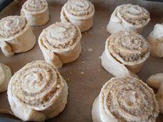 Melcisori cu nuca - CAIETUL CU RETETE Muffin, Cookies, Breakfast, Desserts, Food, Crack Crackers, Morning Coffee, Tailgate Desserts, Deserts