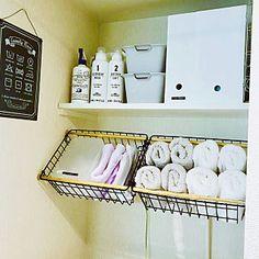 女性で、1Kの、Bathroom/一人暮らし/狭い部屋/北欧/洗濯機周り/1K/6畳/ホワイトインテリア/賃貸/ミカヅキモモコ/ひとり暮らし/1人暮らし/カメラマークが出たので/洗濯機置場/いいね、フォロー本当に感謝です♡/一人暮らし 賃貸/グレーインテリア/狭くても楽しむ❤/6畳1K/スペースの有効活用/100いいね!ありがとうございます♪についてのインテリア実例。 「1kの洗濯機まわり。...」 (2017-11-04 11:54:22に共有されました)