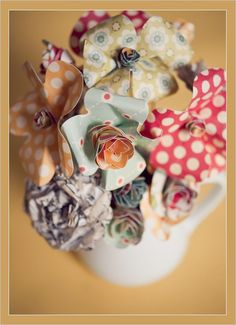 Make your own paper flowers...perfect to go in my handmade vase when i can't keep up with real flowers..