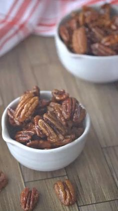 Easy maple candied pecans make a last minute dessert recipe. Super tasty on top of ice cream to! Maple Syrup Candy Recipe, Maple Dessert Recipes, Candied Pecans Recipe, Easy Candy Recipes, Roasted Pecans, Pecan Recipes, Healthy Dessert Recipes, Snack Recipes, Syrup Recipes