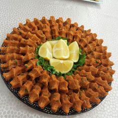 En güzel mutfak paylaşımları için kanalımıza abone olunuz. http://www.kadinika.com Akşama değerli misafirlerim için mercimek köftesi yaptım iyi akşamlar diliyorum herkese…