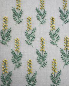 今日発売のミセス3月号連載は、ミモザの刺繍です。ミモザは何度も作ってるけど、飽きないのです #mimosa