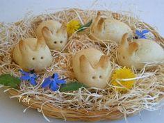 CONIGLIETTI SALATI - Coniglietti di pasta brisée, all'interno un ripieno rustico, fatto con #ricotta, #salsiccia,#parmigiano e #zafferano. Simpatici per la tavola di #Pasqua no??