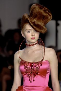 Top Hat hair art | Jean Paul Gaultier Fall 2006