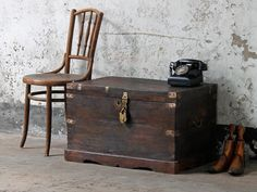 Storage Chest: Stay on trend in 2018 with by incorporating dark glam wooden furniture into your home #homedecor #furniture #homestyle