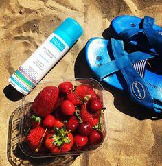 А сегодня у нас по расписанию #пляж и #фрукты #beach #rimini #rimini2016 #riminibeach by tahti_taivalla