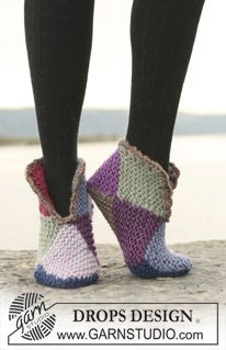 "Court jester / DROPS - free knitting patterns by DROPS design - Court Jester – Knitted DROPS slippers with 2 or 8 colors ""Eskimo"". – Free oppskrift by DROPS De - Loom Knitting, Knitting Socks, Knitting Patterns Free, Free Knitting, Knitted Slippers, Slipper Socks, Crochet Slippers, Knit Slippers Free Pattern"