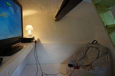 De Spelkelder: een chill plekje om te gamen, in het oude gewelvenkeldertje bij de woonkamer van Ziltvloed