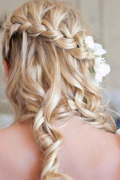 this would be great for homecoming. homcoming is always in the fall and long, curly hair looks the best
