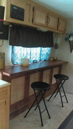 Owners Who Replaced Their Dining Booth Custom RV dining table converts to fold out murphy bed Murphy Bed Ikea, Murphy Bed Plans, Rv Campers, Happy Campers, Aliner Campers, Teardrop Campers, Retro Campers, Teardrop Trailer, Vintage Campers