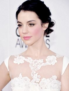 Adelaide Kane is stunning. Such such pretty hair & makeup here. Love the flushed cheek and pink lip.