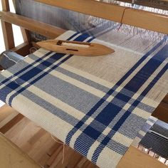 Blue towels for a customer in Boston. Inkle Loom, Loom Weaving, Hand Weaving, Bamboo Basket, Weaving Projects, Dyi Crafts, Silk Ribbon Embroidery, Weaving Patterns, Plaid Pattern