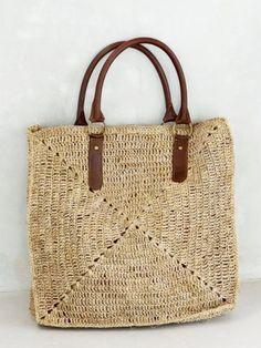 Freeform Crochet, Irish Crochet, Knitting Designs, Knitting Patterns, Bruges Lace, Crochet Magazine, Knitted Bags, Handmade Bags, Straw Bag