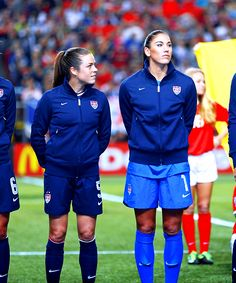 Kelley O'Hara and Hope Solo Female Soccer Players, Best Football Players, Women's Football, Barcelona Soccer, Fc Barcelona, Cute Sweatshirts For Girls, Soccer Images, Hope Solo, Soccer Girl Problems