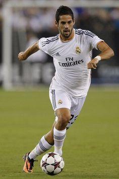 Victoire du Real Madrid pour son premier match aux Etats Unis contre les Los Angeles Galaxy. Score Final 3 buts à 1 avec des réalisations de Benzema par deux fois et de Di Maria, on notera l'excellente partition livrée par Isco.