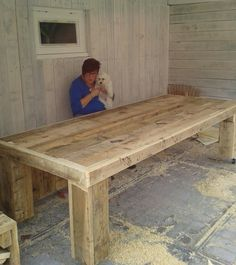 zelfgemaakte tafel van steigerhout Wood Pallet Furniture, Furniture Projects, Rustic Furniture, Diy Furniture, Diy Farmhouse Table, Wooden Dining Tables, Wood Table, Outdoor Restaurant, Wood Creations