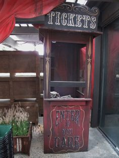 Ticket booth for Roger's Gardens Halloween carnival 2015 … Halloween Circus, Theme Halloween, Halloween Haunted Houses, Holidays Halloween, Scary Halloween, Halloween Decorations, Halloween 2018, Haunted Maze, Halloween Garage