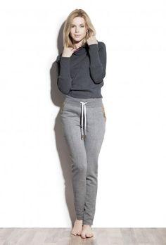 Spodnie dresowe z kantem - Hazel http://bozzolo.pl/kobieta/spodnie-dresowe-damskie.html