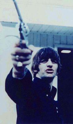 Ringo's got a gun, everybody is on the run. Ringo's got a gun, his whole world has come undone.