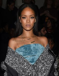 The Best Beauty Looks: Week of February 2015 – Vogue Rihanna- love her sense of style Rihanna Makeup, Rihanna Riri, Rihanna Style, Rihanna Vogue, Rihanna Legs, Rihanna Fashion, Rihanna Gallery, Rihanna Photos, Rihanna Outfits