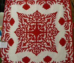 Red and white quilt by Alysoun Ryves, finished by the Hunters Hill Quilt group Posted by Material Obsession (Australia) Two Color Quilts, Quilting Designs, Quilt Design, Quilting Ideas, Red And White Quilts, Hawaiian Quilts, Hand Applique, English Paper Piecing, Antique Quilts