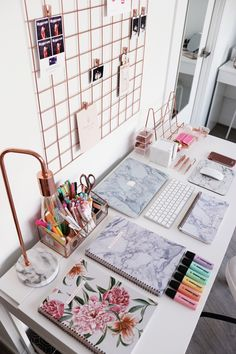 Modern home office space in marble texture and rose fold elements. What a fabulo. - Modern home office space in marble texture and rose fold elements. What a fabulous place to plan yo - Home Office Space, Home Office Design, Home Office Decor, Office Designs, Small Office, Office Table, Work Desk Decor, Study Room Decor, Cute Office