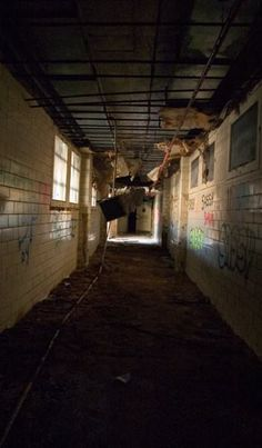 Drop Ceiling - Photo of the Abandoned Philadelphia State Hospital (Byberry) Haunted Asylums, Abandoned Asylums, Abandoned Places, J Ward, Dropped Ceiling, End Of The World, Philadelphia, Architecture, Pictures