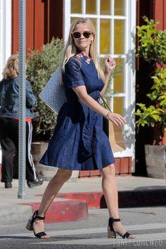 Reese-Witherspoon-Street-Style-BDDSWTTSG-Draper-James-Gianvito-Rossi-Tom-Lorenzo-Site (6)