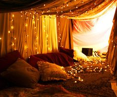 Break out all your blankets and build a blanket fort in your house. Stay in there with your Valentine spending time together playing games, watching TV, and just having fun. String up Christmas lights inside the fort to make it extra romantic. Home Design, Futuristisches Design, Interior Design, Design Ideas, Interior Paint, Interior Ideas, Hanging Christmas Lights, Hanging Lights, Fairy Lights