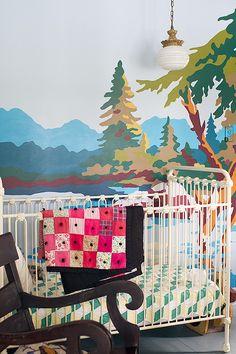 Heerlijk, Bob Ross voor de kinderkamer, lekker aan de slag tijdens je verlof.  (Camp Wandawega's Paint-by-Number Nursery)