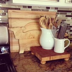 Wooden cutting boards from #Goodwill, yes, I collect those too. #thrift #kitchen #decor #wood #food #home #interiors #style