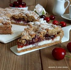 The crumbled wholemeal tart with ricotta and jam is a delicious dessert made with wholemeal shortcrust pastry and filled with ricotta and jam. Sweet Desserts, Sweet Recipes, Delicious Desserts, Dessert Recipes, Yummy Food, Love Eat, Love Food, Torte Cake, Cake & Co